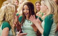 """Sydney (Amanda Bynes, M.) hat gerade ihr Studium begonnen, als sie in die elitäre Studentenverbindung """"Kappa Phi Nu"""", in der schon ihre Mutter Mitglied war, eintritt. Doch schon bald hat sie die Intrigen ihrer Verbindungsschwestern satt und verbündet sich stattdessen mit einer Gruppe von sieben Außenseitern ..."""