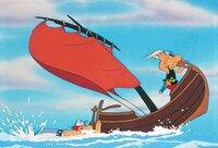 Asterix (re.) und Obelix folgen Miraculix und seinen Entführern in einem Fischerboot.