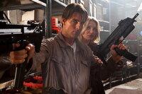 Von Feinden umzingelt: June (Cameron Diaz, r.) und Roy (Tom Cruise, l.) ...