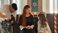 Meira (17) aus Osnabrück lebt streng jüdisch-orthodox.
