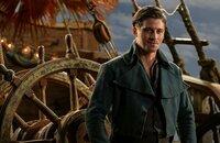 Nachdem James Hook (Garrett Hedlund) Peter aus den Fängen des bösen Kapitäns Blackbeard befreien kann, begeben sie sich gemeinsam auf ein ebenso aufregendes wie gefährliches Abenteuer ...