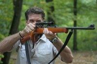 Söldner Hammett (David Hasselhoff) lässt sich von einem Milliardär anheuern, eine gefährliche Schlange zu jagen, die helfen könnte, eine tödliche Krankheit zu heilen.