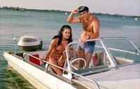James Bond (Sean Connery) will mit Hilfe von Paula Caplan (Marine Beswick) herausfinden, was Largo vorhat...