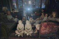 (v.l.n.r.) Emma (Ella Purnell); Jake (Asa Butterfield); Zwilling (Thomas Odwell); Fiona (Georgia Pemberton); Zwilling (Joseph Odwell); Hugh (Milo Parker); Miss Peregrine (Eva Green); Enoch (Finlay Macmillan); Claire (Raffiella Chapman); Bronwyn (Pixie Davies); Olive (Lauren McCrostie)