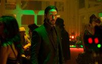 Lässt sich auch von einer Überzahl an Gegnern nicht davon abbringen, den Mörder seines Welpen zu töten: Hitman John Wick (Keanu Reeves) ...