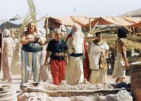 Asterix & Obelix: Mission Kleopatra Auf der Baustelle: Gérard Depardieu als Obelix, Christian Clavier als Asterix, Claude Rich als Miraculix, Jamel Debbouze als Numerobis
