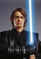Der junge, talentierte und machthungrige Jedi Anakin Skywalker (Hayden Christensen) ist hin- und hergerissen, weil er nicht weiß, wem er sein Vertrauen schenken kann ...