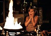 Selbst ist das Mädchen! Wenn Henry sie alleine lässt, dann muss sich Magdalena (Emma Schweiger) das Abendessen eben selber organisieren ...