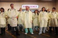 """""""Emergency Room"""", die bekannteste Notaufnahme aller Zeiten, schließt für immer ihre Türen. """"""""ER"""" Retrospective"""" zeigt das Beste aus 15 Jahren, 15 Staffeln und 332 Folgen ..."""