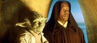 Weil die Meister Mace Windu (Samuel L. Jackson, r.) und Yoda (Frank Oz, r.) ahnen, dass sich seine außergewöhnlich stark ausgeprägte Macht in eine unerwünschte Richtung entwickeln wird, lehnen sie Anakins Ausbildung zum Jedi-Ritter ab ...