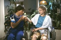 Im Krankenhaus lernen sich Anna (Silvia Seidel) und Rainer (Patrick Bach) kennen. Beide verbindet ein ähnliches Schicksal.