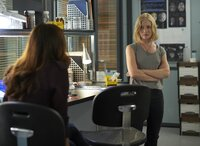 Während Rosen Stanton sucht, ist Kat (Erin Way) mit der Teamarbeit unzufrieden ...
