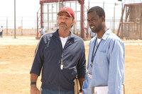 Wollen mit den sadistischen Wärtern abrechnen: Nate (Burt Reynolds, l.) und Caretaker (Chris Rock, r.) ...