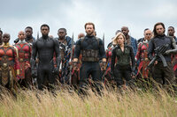 Avengers: Infinity War Chadwick Boseman als T'Challa / Black Panther, Chris Evans als Steve Rogers / Captain America, Scarlett Johansson als Natasha Romanoff / Black Widow SRF/2018 MARVEL