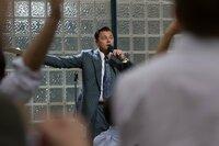 Leider nimmt es Börsenmakler Jordan Belfort (Leonardo DiCaprio) mit den Gesetzen nicht allzu genau, zu groß ist seine Gier nach immer noch mehr Geld ...
