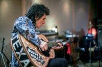 Ronnie Wood ist als Mitglied der legendären Band The Rolling Stones bekannt.