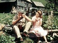 Wandern macht hungrig: Gottlieb (Heinz Erhardt) und Kiki (Christine Kaufmann) gönnen sich eine Pause