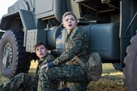 Nick Robinson (Ben Parish), Chloë Grace Moretz (Cassie Sullivan).