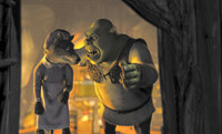 Ungebetene Gäste haben bei Oger Shrek (r.) keine guten Karten. Kurzerhand setzt er den Wolf (l.) vor die Tür, denn Shrek geht nichts über seine beschauliche Ruhe und Einsamkeit  ...