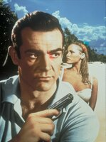 James Bond (Sean Connery) und Honey Rider (Ursula Andress)
