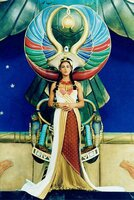 Monica Bellucci (Kleopatra).
