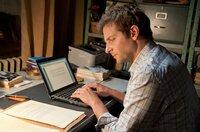 Rory Jansen (Bradley Cooper) kopiert einen Text aus anonymer Quelle.