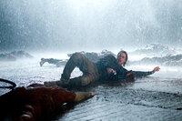 Die Infizierten sind schnell, stark und vor allem hungrig. Gerry (Brad Pitt) versucht alles, damit er und seine Familie die Katastrophe überleben können ...
