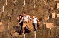Auf der Flucht vor der Mumie: (v.l.n.r.) Jonathan (John Hannah), Evelyn (Rachel Weisz), Rick (Brendan Fraser) und Alex (Freddie Boath) ...