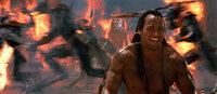 """Vor 6000 Jahren schloss ein wilder Krieger, genannt der """"König der Skorpione"""" (Dwayne Johnson), einen Pakt mit dem großen Gott Anubis. Doch dann hinterging diesen und wurde für alle Zeiten verdammt. Nun aber steht er kurz davor, wiedererweckt zu werden ..."""