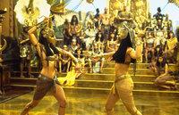 Der Kampf gegen Jahrtausend alte Mumien geht weiter: Anck Su Namun (Patricia Velasquez, l.) und Prinzessin Nefertiri (Rachel Weisz, r.) ...