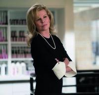 Elena Lincoln (Kim Basinger)