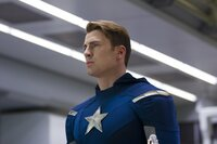 Steve Rogers alias Captain America (Chris Evans)