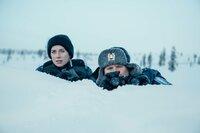 Nina Kautsalo (Iina Kuustonen) und ihr Kollege Niilo Aikio (Janne Kataja) suchen das Versteck der russischen Schleuser.