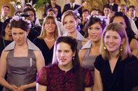 Die weibliche Meute wartet gespannt auf den Brautstrauß - treibt das Schicksal ihn etwa in Janes (Katherine Heigl, M.) Arme?