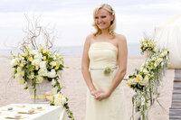 Janes jüngerer Schwester Tess (Malin Akerman) reichen lediglich drei Wochen und schon ist sie verliebt, verlobt, verheiratet ...