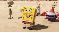 Beeindruckt von der Welt jenseits des Ozeans: (v.l.n.r.) Thaddäus, Spongebob, Sandy Cheeks und Mr. Krabs ...