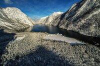 Winterlandschaft Berchtesgaden: Im kalten Winter wirkt der Königssee wie ausgestorben – die Tiere halten ihren Winterschlaf.