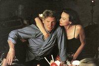Gavilan (Harrison Ford, l.); Ruby (Lena Olin, r.)