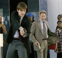K.C. Calden (Josh Hartnett, l.); Joe Gavilan (Harrison Ford, r.)
