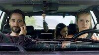 Amelie ist 13, eine waschechte Großstadtgöre und womöglich das sturste Mädchen in ganz Berlin. Amelie lässt sich von niemanden etwas sagen, schon gar nicht von ihren Eltern, die sie nach einem lebensbedrohlichen Asthmaanfall in eine spezielle Klinik nach Südtirol verfrachten. Genau das, was Amelie nicht will. Anstatt sich helfen zu lassen, reißt sie aus. - Amelies Mutter Sarah (Susanne Bormann, re.) ihr Vater Lukas (Denis Moschitto) und Amelie (Mia Kasalo).