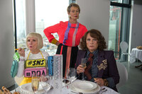 (v.l.n.r.) Bubble (Jane Horrocks); Claudia (Celia Imrie); Edina (Jennifer Saunders)