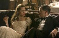 Wilsons (Matt Damon, r.) Erfolg hat einen hohen Preis, denn ein normales Leben mit seiner Frau (Angelina Jolie, l.) und seinen Kindern passt nicht in seine Welt, in der immer und überall der Verrat zu lauern scheint ...