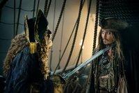 """""""Pirates of The Caribbean - Salazars Rache"""", Captain Salazar ist mit seiner Geister-Crew dem Teufelsdreieck entkommen und will die Meere von Piraten säubern. Seine Rache gilt besonders Jack Sparrow, der einst sein Schiff versenkt hat. Diesem bleibt nur die einzige Hoffnung, den legendären Dreizack des Poseidon zu finden. Gemeinsam mit der Astronomin Carina und Henry Turner, dem Sohn von Will und Elizabeth, startet Jack eine abenteuerliche Suche. Um Salazar zu besiegen, braucht er aber ausgerechnet die Hilfe seines Erzfeindes Barbossa.Im Bild (v.li.): Geoffrey Rush (Capt. Hector Barbossa), Johnny Depp (Capt. Jack Sparrow).  SENDUNG: ORF eins - SO - 29.03.2020 - 20:15 UHR. - Veroeffentlichung fuer Pressezwecke honorarfrei ausschliesslich im Zusammenhang mit oben genannter Sendung oder Veranstaltung des ORF bei Urhebernennung."""
