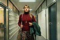 Esra Filipovic (Anica Dobra) will ihren Sohn zur Vernunft bringen.