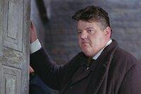 """Mitten in London werden immer wieder Prostituierte ermordert aufgefunden. Sergeant Peter Godley (Robbie Coltrane) versucht die Spur des Mörders """"Jack the Ripper"""" aufzunehmen. Wer ist der Mann, der hilflose Frauen skrupellos tötet und anschließend geschunden auf der Straße liegen lässt?"""