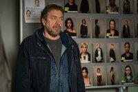 Fredo Schulz (Armin Rohde) und die anderen Beamten resümieren den Fall.