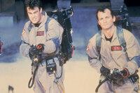 Ausgerechnet in New York entdecken die Ghostbusters Dr. Stanz (Dan Aykroyd, l.) und Dr. Venkman (Bill Murray, r.) das Tor zu einer anderen Dimension ...