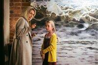 Überaschungabesuch: Sonaj Wintersperger (Ursina Lardi, l.) in der Hafenkneipe ihres Mannes mit der Enkelin von Max