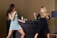 Jane Carter (Paula Patten, l.) muss es schaffen, die Auftragskillerin Sabine Moreau (Léa Seydoux, r.) festzuhalten, ohne diese umzubringen - beziehungsweise selbst zu sterben. Hat sie überhaupt eine Chance gegen die erfahrene Kämpferin?