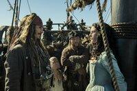 Captain Jack Sparrow (Johnny Depp, l.); Carina Smyth (Kaya Scodelario,r.)